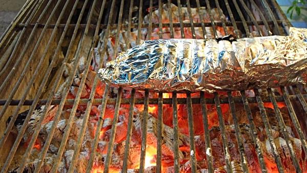 Có nên nướng thức ăn bằng giấy bạc hay không?