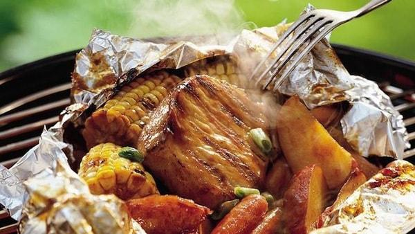 Có nên nướng đồ ăn trên giấy bạc hay không?