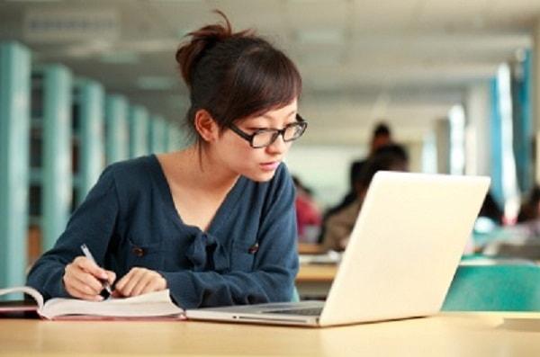 Học Tiếng Anh online: Nên hay không nên?