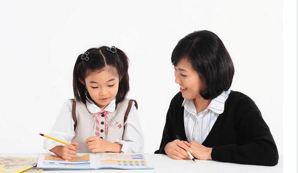 Phụ huynh nên tìm cho trẻ những gia sư có phương pháp dạy tốt