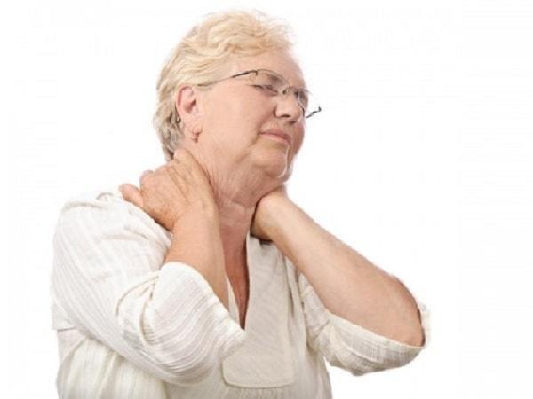 Nguyên nhân, dấu hiệu dễ nhận thấy của bệnh thoái hóa đốt sống cổ 2