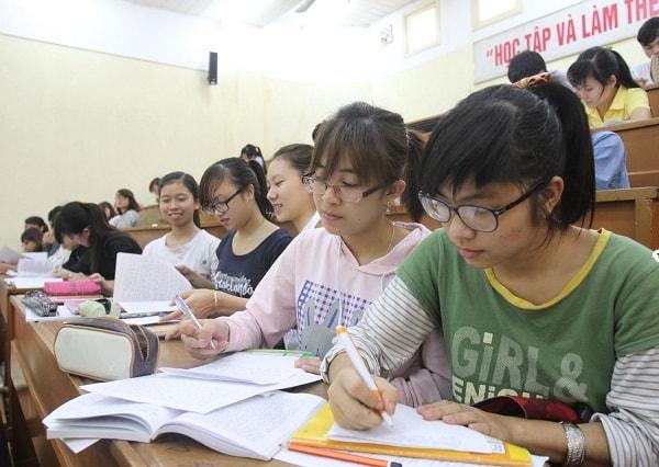 Sinh viên khoa Địa lý trường ĐH Sư phạm Hà Nội được trang bị đầy đủ kiến thức và kĩ năng giảng dạy