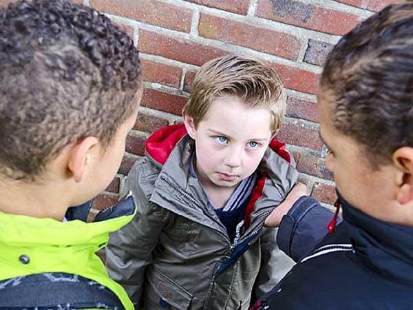 Bí quyết giúp trẻ không bị bắt nạt ở trường