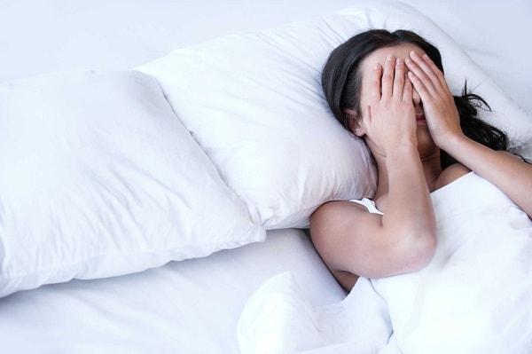 cách khắc phục tình trạng khó ngủ