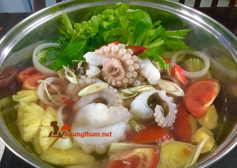 Canh bạch tuộc nấu dứa