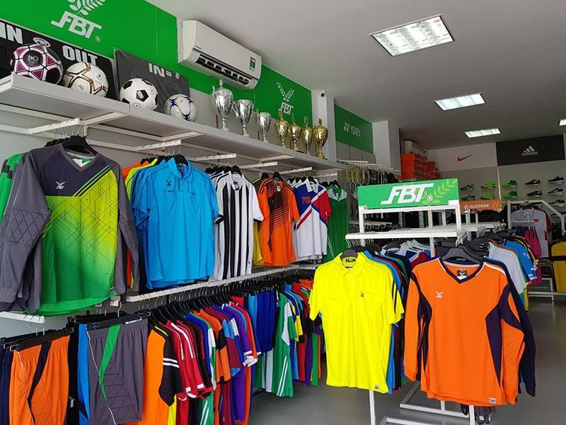 Trang trí đơn giản cửa hàng đồ thể thao sáng sủa rộng rãi là tiêu chí hàng đầu